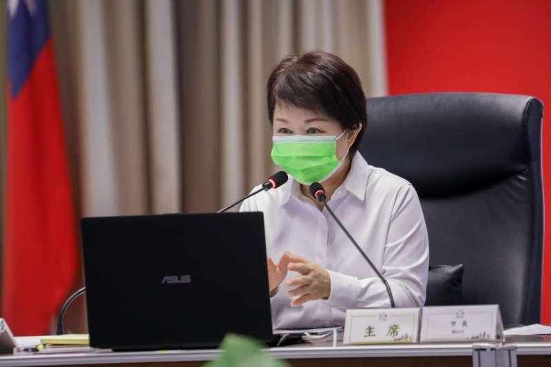 台中市長盧秀燕在市政會議中表示,市府除防疫外也提供紓困方案,隨疫情滾動調整措施,歡迎有需要的民眾申請。(圖/臺中市政府)