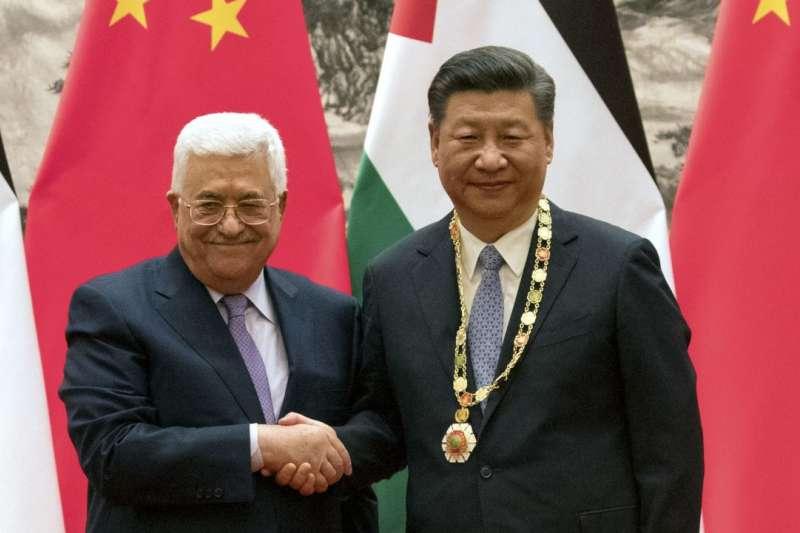 2017年,巴勒斯坦自治政府主席阿巴斯與中國國家主席習近平(資料照,AP)
