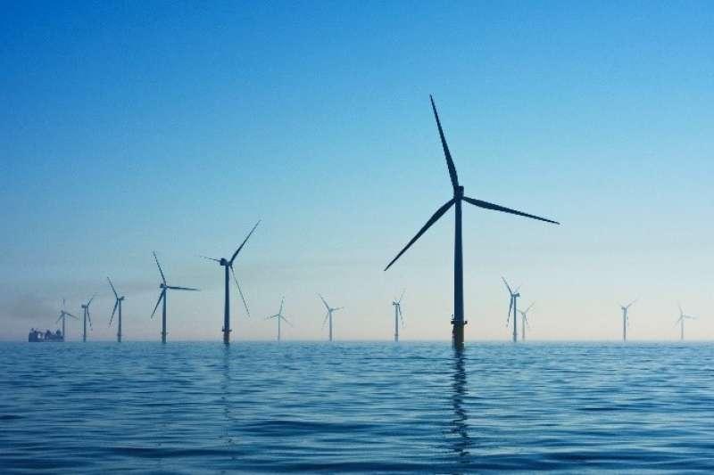 台電無法預期風力會在每日的何時驟變,日後風電的裝置容量大幅成長,並在傍晚成為再生能源供電主力,台電調度處將陷入困境。(綠學院提供)