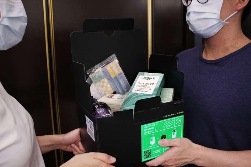 AROMASE艾瑪絲在短短12小時內,發起號召10大企業跨界響應防疫物資箱,配送捐助新北市弱勢長照家庭照顧者,免出門採購即能享有居家防疫物資。(圖/艾瑪絲)