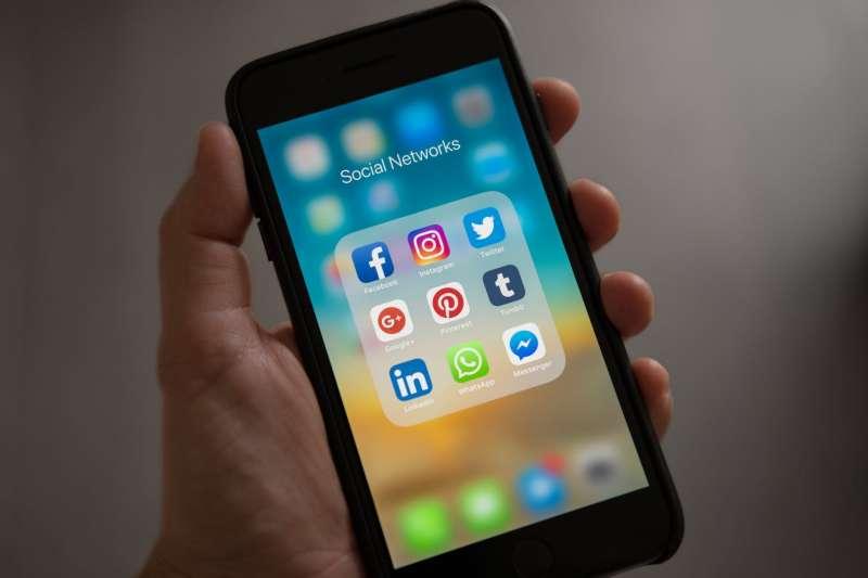 國外社群軟體Twitter、Instagram充斥各種英文流行用語,學好這幾句道地用法,跟國外網友互動溝通沒問題。(圖/取自Pexels)