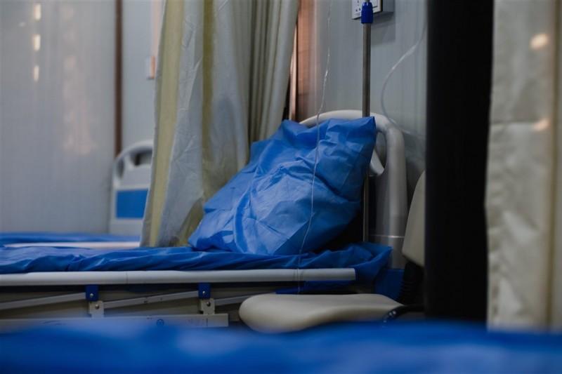 衛福部台北醫院在臉書表示,有重症阿伯一家5口,4人染疫,醫護努力想達成他和家人視訊團圓心願,卻等不到兒子送來手機就往生。 (示意圖/取自unsplash)