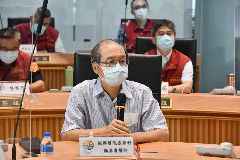 長庚醫院感染科醫師顏慕庸10日出席新北市防疫會議。(新北市政府提供)