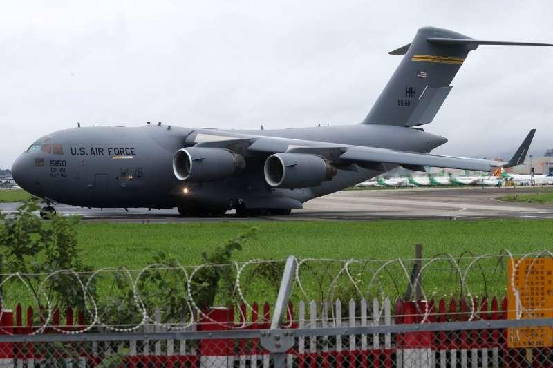 20210611-6月6日,美軍C-17A運輸機降落松山機場,除該型機首度在台起降,同時也是松機首次贏來戰略運輸機,狀況相當罕見。(蘇仲泓攝)
