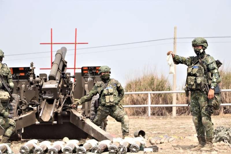 陸軍發布所屬43砲指部於砲測中心進行期末鑑測照片。(取自中華民國陸軍臉書)