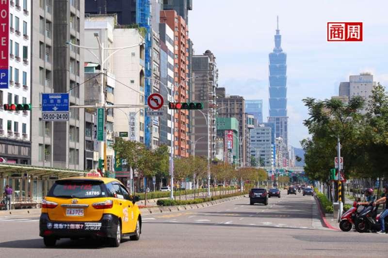 叫車大減,台灣大車隊反加派人力,帶領司機化身餐飲外送員,學搬餐點、送問候(圖片來源:Dreamstime)