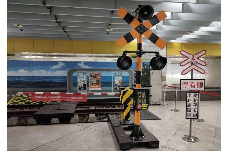 「停、看、聽」是穿越平交道的重要舉措(圖片來源:臺鐵局)
