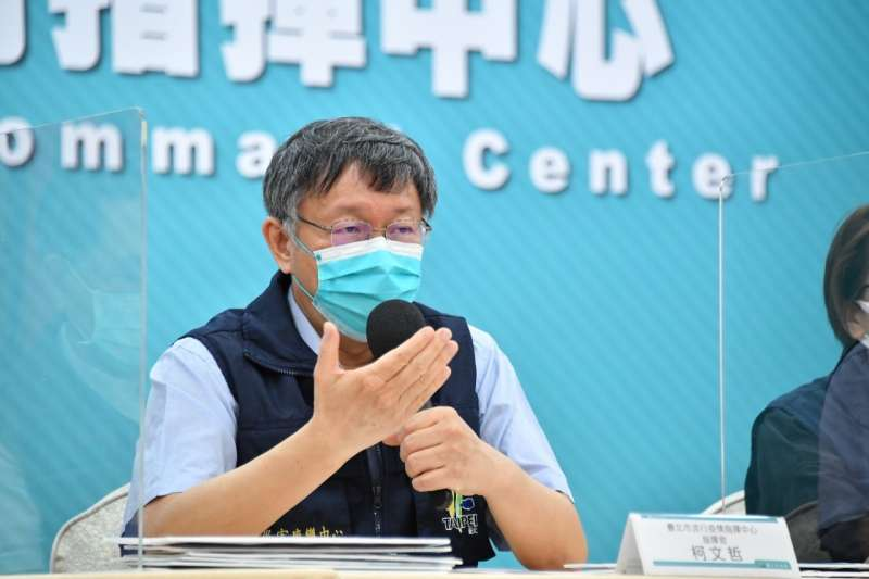 台北市12日舉行防疫記者會,市長柯文哲談及自費疫苗施打議題。(台北市政府提供)