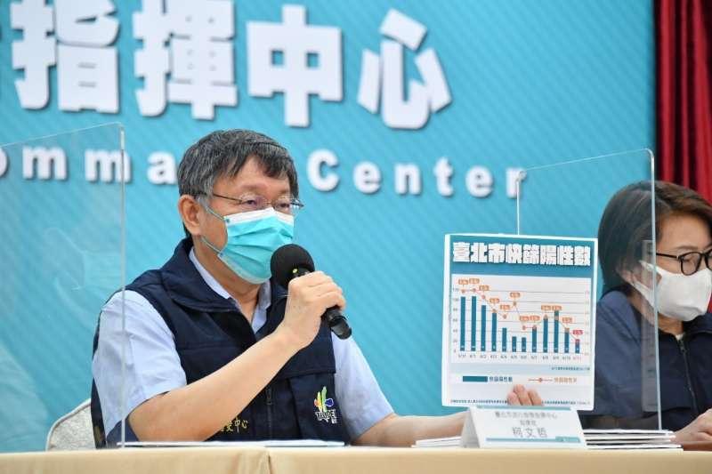 台北市長柯文哲呼籲民眾,替家中符合資格的長輩上網預約取號接種疫苗。(資料照,台北市政府提供)