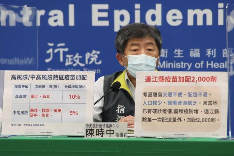 中央「寄放」不少疫苗在台北市,這部分疫苗台北市並不能動用,晚間疫情中心新聞稿表示,擔心衛生局先為地方官員施打,因此必須保留中央防疫官員部分。(中央流行疫情指揮中心提供)
