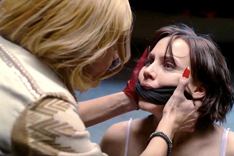 西班牙影劇《第二聲鈴響》(The Innocent)講述買春、殺人、復仇等探討人性的議題。(圖/取自Imdb官網)