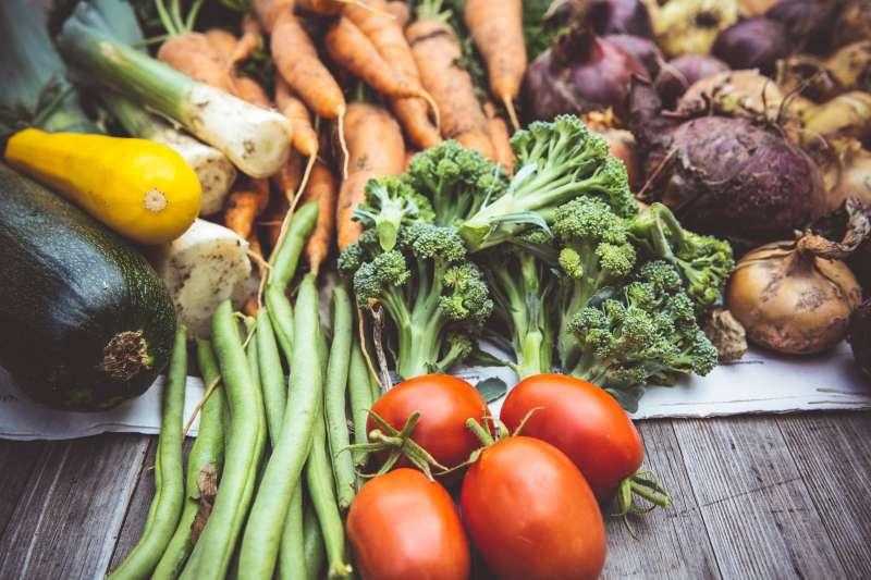 疫情之下,生鮮食品與雜貨電商成為熱門選擇,但需要大量現金才能投資。(Markus Spiske@Unsplash)