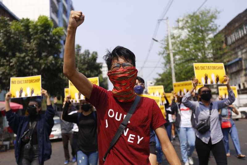 2021年2月1日,緬甸軍方發動政變,民眾示威抗議(AP)