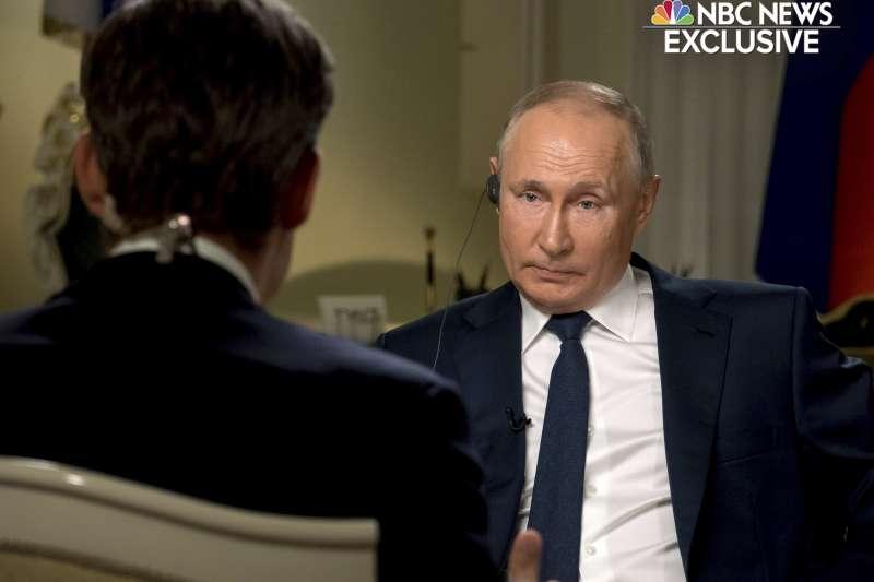 2021年6月14日,美國國家廣播公司(NBC)播出俄羅斯總統普京專訪內容(AP)