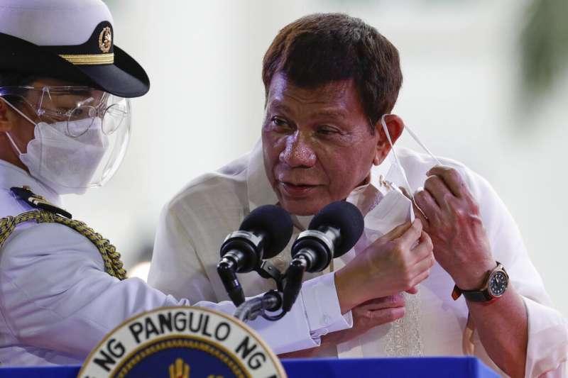 菲律賓總統在菲國獨立紀念日發表談話。(美聯社)