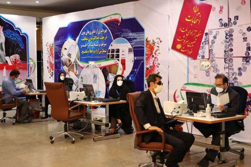 伊朗總統大選登記。現任總統魯哈尼已經任滿兩屆無法連任。(BBC中文網)