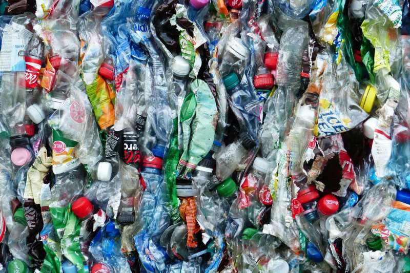 廢棄塑膠瓶(取自Pixabay)