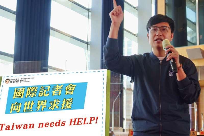 台中市議員羅廷瑋反映接獲許多5歲長輩打電話到服務處抱怨,還不能打疫苗感到生氣跟失望,並要求總統正視「Taiwan needs help!」,積極向國際求援台灣需要疫苗。(圖/羅廷瑋議員服務處提供)