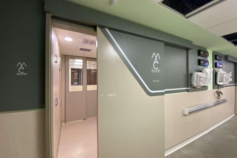 小智研發(Miniwiz)與輔仁大學附設醫院合作推出全球首創24小時內組裝模組化病房,可在最短時間內組裝成負壓隔離病房。(小智研發提供)