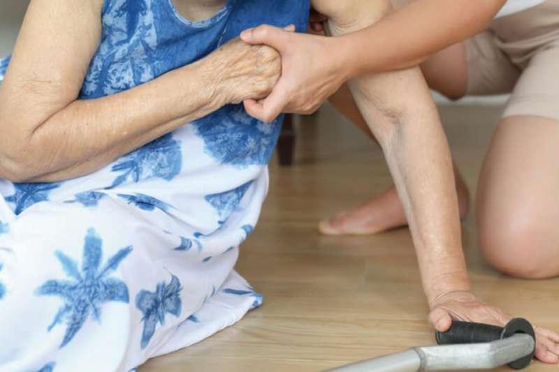 台灣骨折死亡率全亞洲第一!骨質疏鬆老年人的隱形殺手!(圖/業者提供)