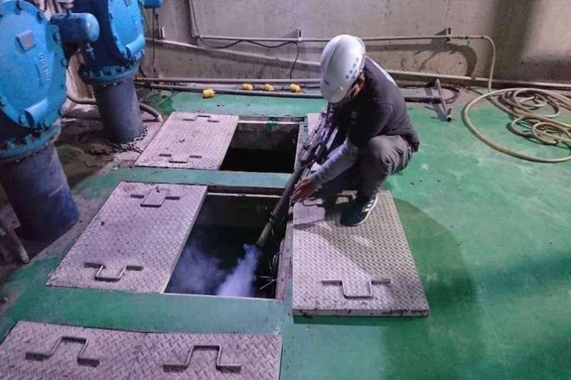 污水處理池槽消毒作業。(圖/新北市水利局提供)