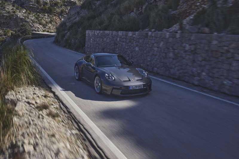 保時捷比起過往更有系統地將賽車技術轉移到量產車型。(圖/Porsche提供)