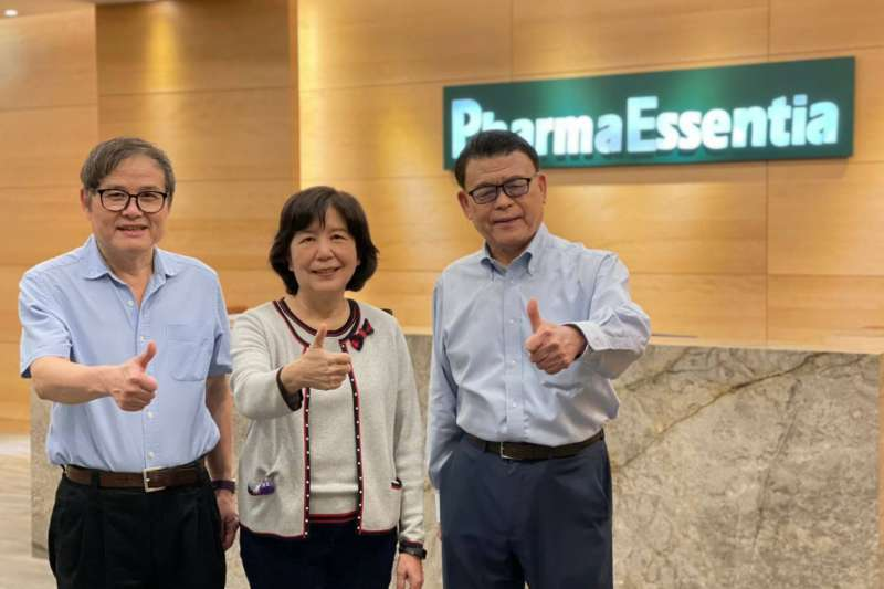 20210617-藥華醫藥「鐵三角」總經理黃正谷(左起)、董事長詹青柳、創辦人兼執行長林國鐘。(藥華醫藥提供)