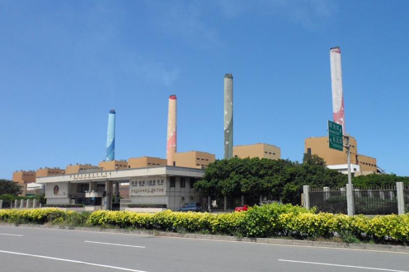 目前臺中發電廠裝設有十部550 MW的燃煤機組。(維基百科 )