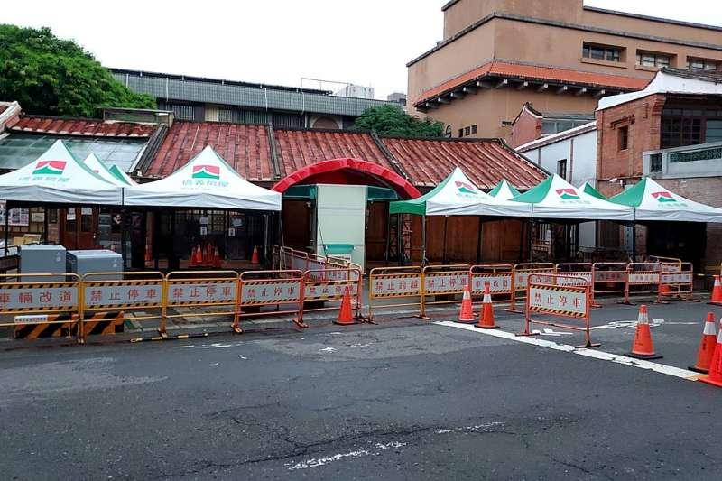 信義房屋各區分店,疫情爆發以來,已經支援各地醫院、篩檢站帳篷超過200頂。(圖/信義房屋提供)