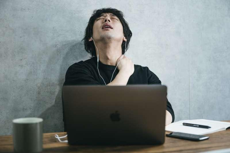 小對話造成的反覆焦慮思緒,是對專注工作最強的破壞者。(圖/取自pakutaso)