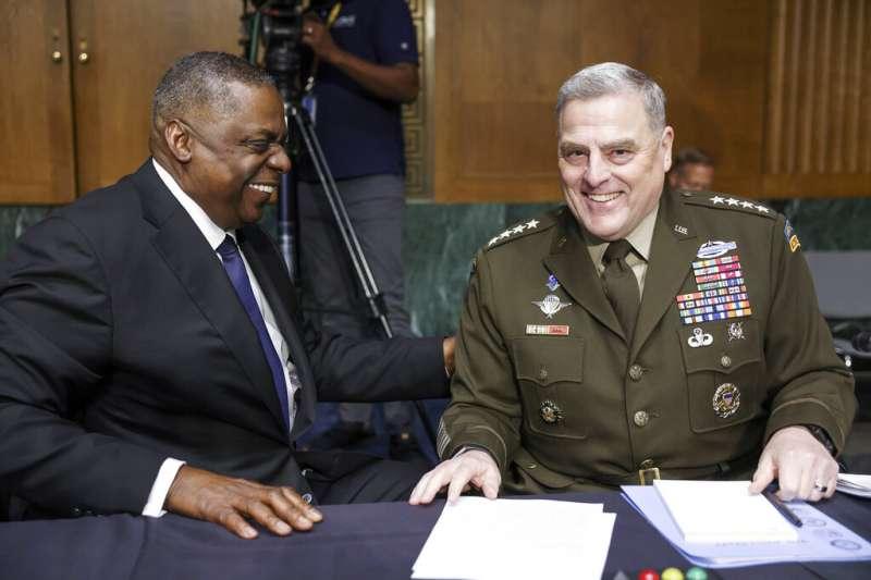 美國國防部長奧斯丁與參謀首長聯席會議主席米利17日連袂出席參議院撥款委員會的預算聽證會。(美聯社)