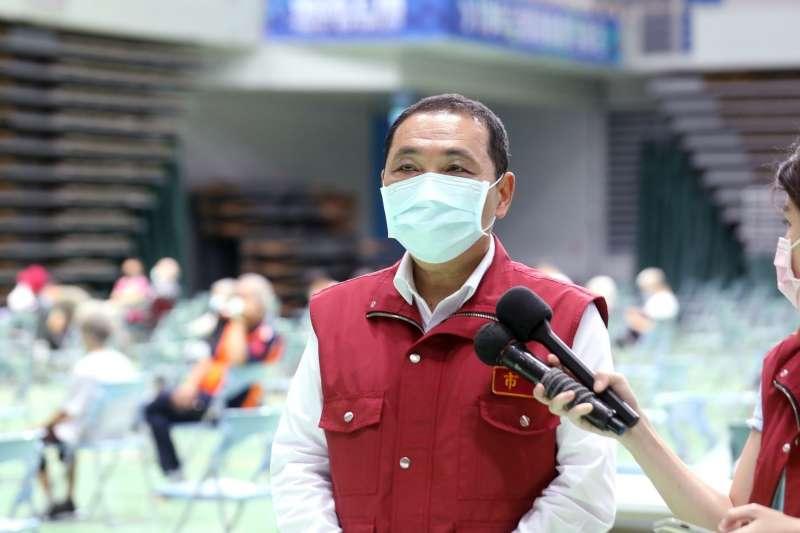 新北市長侯友宜表示,樂見政府面對疫苗不足問題,盼全國上下一心,共同努力把足夠疫苗快速引進台灣讓民眾施打。(圖/新北市新聞局提供)