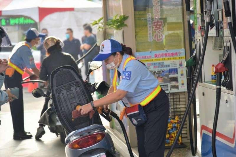 台灣中油加油站連續第21年榮獲消費者信賴。(圖/台灣中油提供)