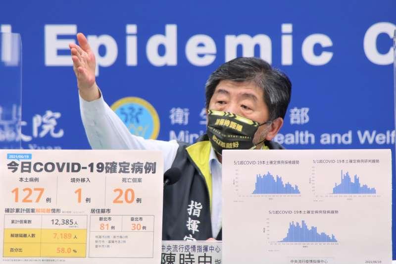 指揮官陳時中3日坦言,在市場篩檢專案中發現市場中都較注重交易行為,周邊的非交易人員往往造冊不完整。(資料照,指揮中心提供)