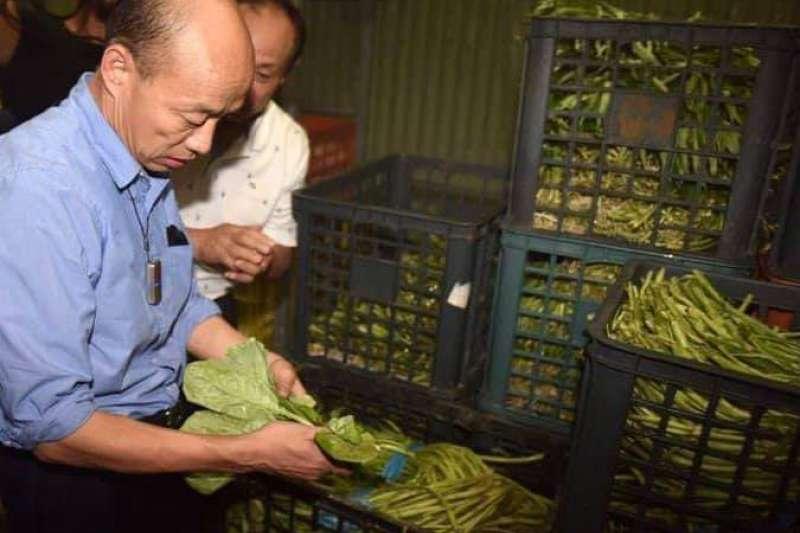 曾任北農總經理的韓國瑜(圖右)聽聞有老同事確診後發文表示關心。(取自韓國瑜臉書)