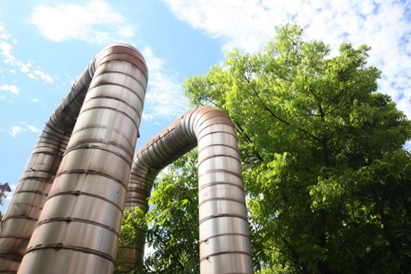 中鋼利用廠區建置的蒸氣外售管網,持續推動區域能源整合以提高能源使用效率。(圖/中鋼提供)