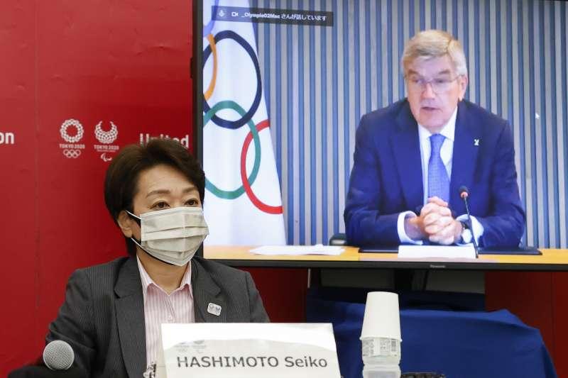 2021年東京奧組委主席橋本聖子與國際奧會主席巴赫(AP)