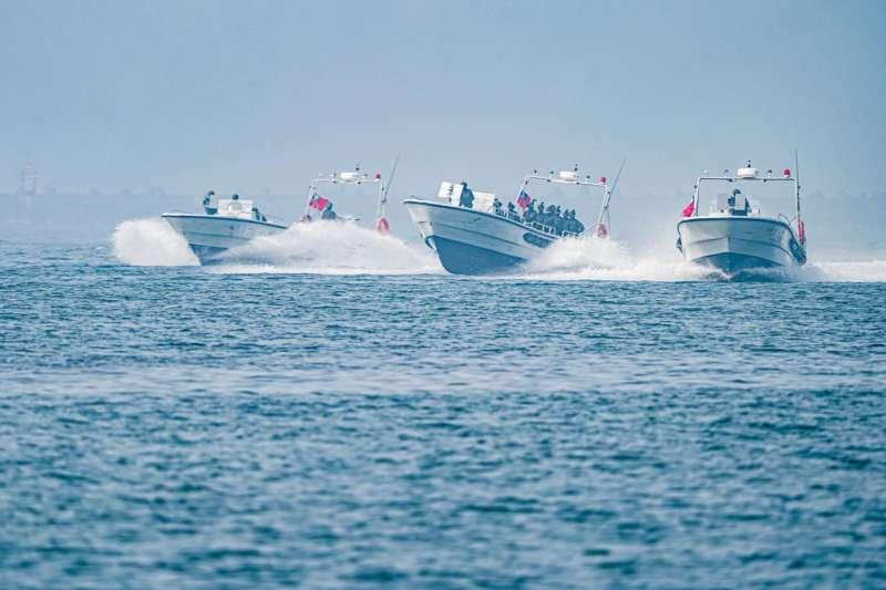 該快艇正是該兩棲偵搜大隊使用的M96型,特殊單位用於海上機動的特殊載具罕見曝光。(取自中華民國海軍臉書)