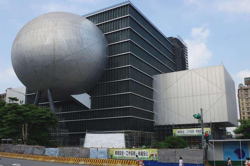 繼台北農產運銷公司和士林某護理之家爆發群聚感染後,北藝中心也爆40人群聚感染。(圖/取自維基百科)