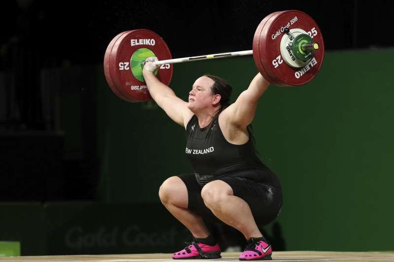 紐西蘭跨性別舉重好手哈伯德(Laurel Hubbard)確定在東京奧運女子組出賽,引發討論。(美聯社)