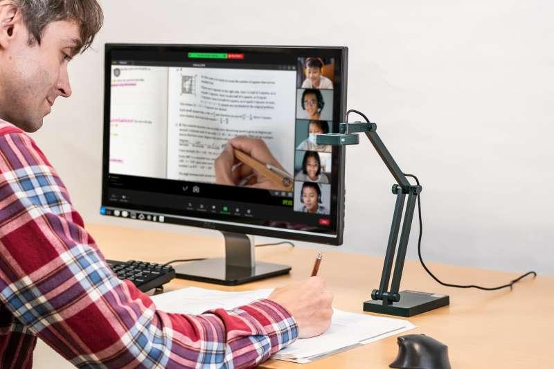 IPEVO 愛比科技捐贈北市100臺視訊教學攝影機,協助建構遠距教學設備。(圖/業者提供)
