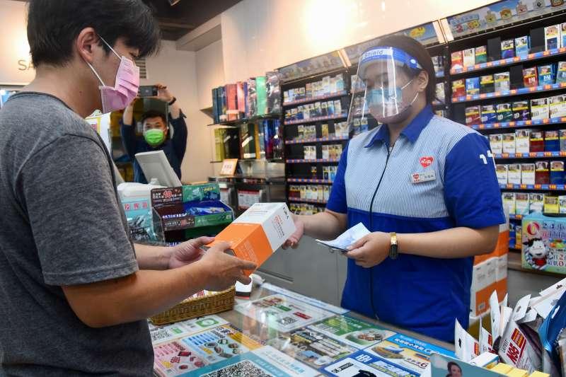 20210623-超商23日開賣家用快篩試劑「福爾威創家用新型冠狀病毒抗原快速檢驗套組」。(顏麟宇攝)