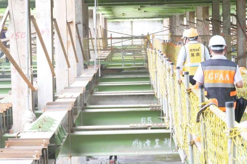 總工程經費達9億1,653萬元的新莊運動公園地下停車場,目前工程進度達47%,預計明(111年)6月完工 。(圖/新北市交通局提供)