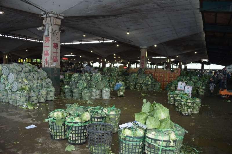 台北農產公司爆發群聚感染案,陳時中今(23)日一早前往視察。(圖/台北市政府提供)
