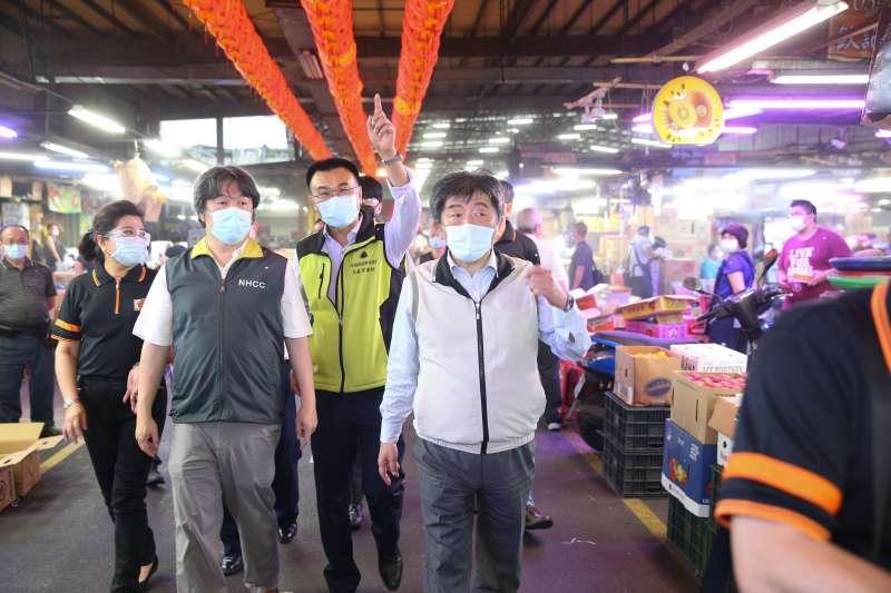 中央防疫指揮官陳時中視察三重果菜市場。(指揮中心提供)