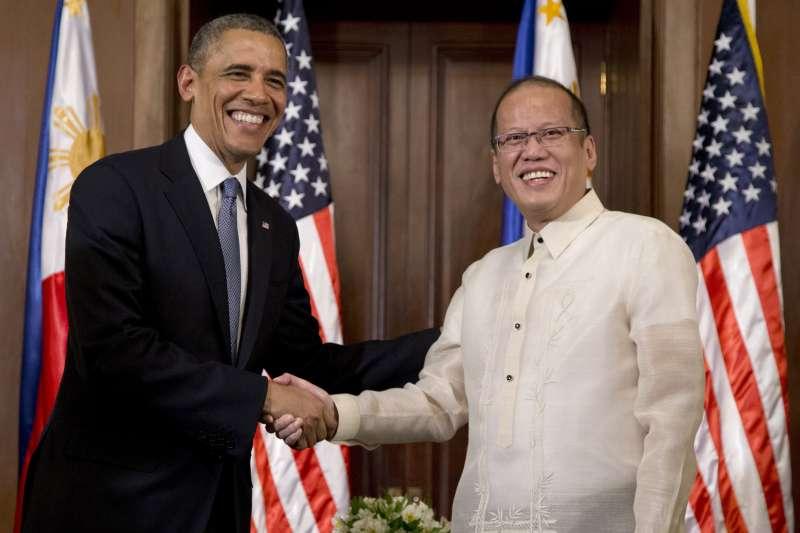 菲律賓前總統艾奎諾三世(Benigno Aquino III)與美國前總統歐巴馬,攝於2014年(AP)