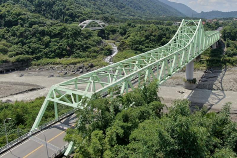 高雄市新發大橋使用橋梁耐蝕用鋼,生命週期具減碳效益。(圖/中鋼提供)