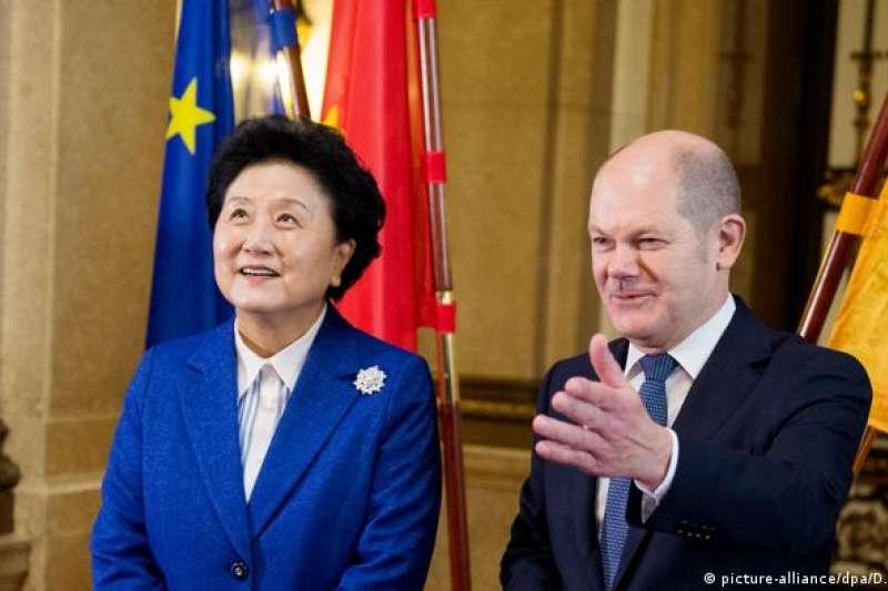 2016年11月,時任中國副總理的劉延東參加德中漢堡峰會,並於時任漢堡市長的舒爾茨(現任財政部長)會面
