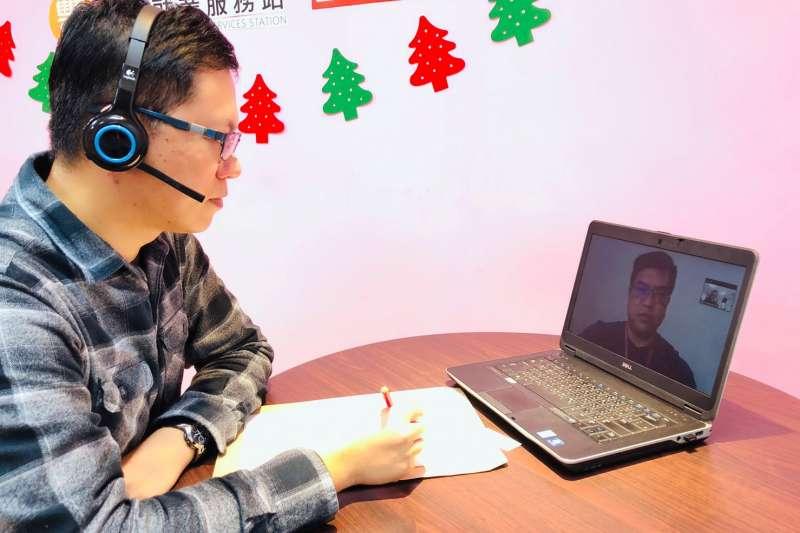 針對就業議題台中市府勞工局規劃「視訊徵才2.0」服務只要透過「線上報名」、「下載軟體」、「登錄面試」簡單3步驟。(圖/台中市政府提供)