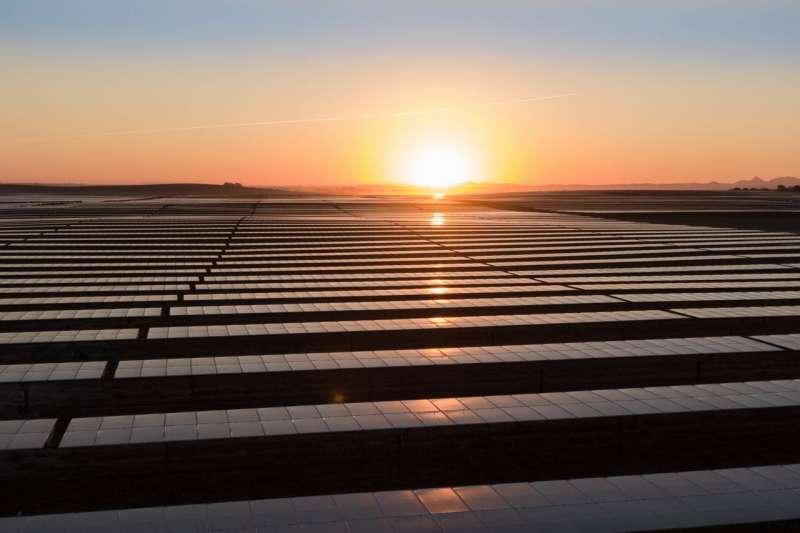 圖中塞維利亞郊外的這個太陽能發電場從去年開始運營。亞馬遜已經承諾從西班牙的五個太陽能場購買電力。(圖片來源:Solarcentury)